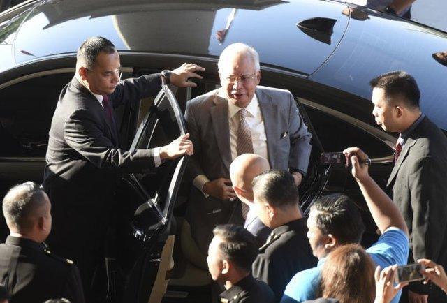 نجیب رزاق و وزیر دارایی اش به خیانت در امانت متهم شدند
