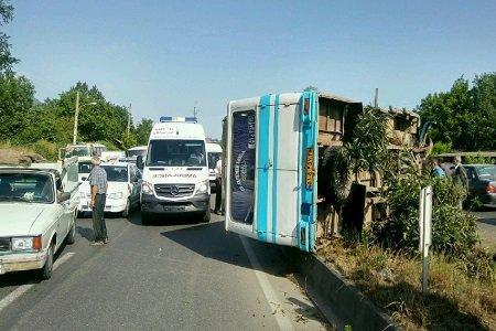 واژگونی یک دستگاه مینی بوس در مازندران