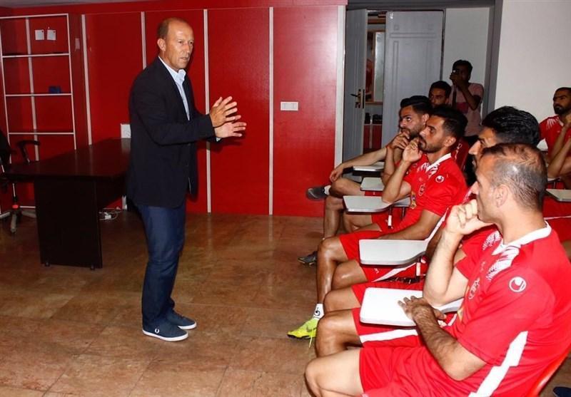 برگزاری مراسم معارفه کالدرون در ورزشگاه کاظمی