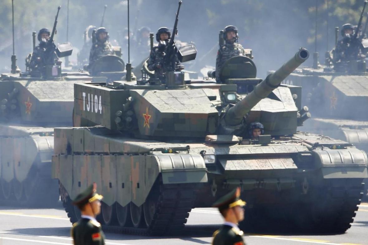 استقرار تانک های ارتش چین نزدیک هنگ کنگ