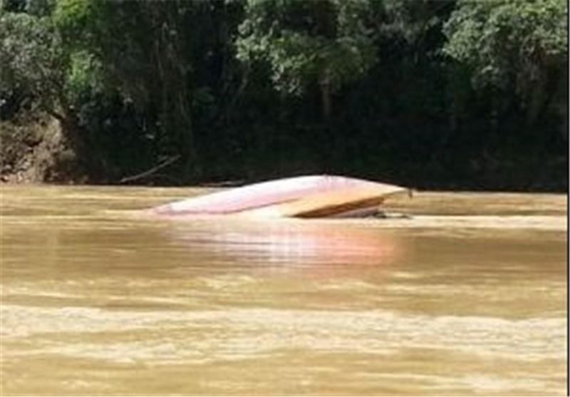 ده ها نفر مفقود درپی واژگون شدن یک قایق در مالزی