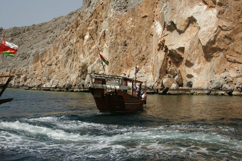 هشدار به ایرانی های جویای شغل: کشور عمان ویزای کار ندارد