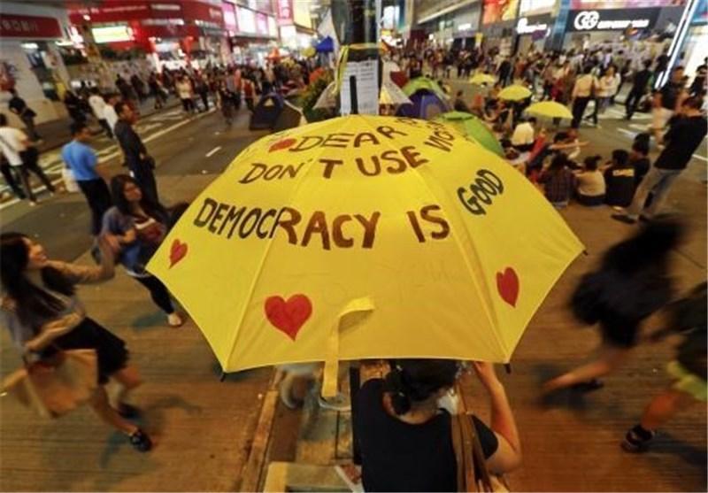 معترضان هنگ کنگ درباره پیشنهادات دولت رای گیری می نمایند