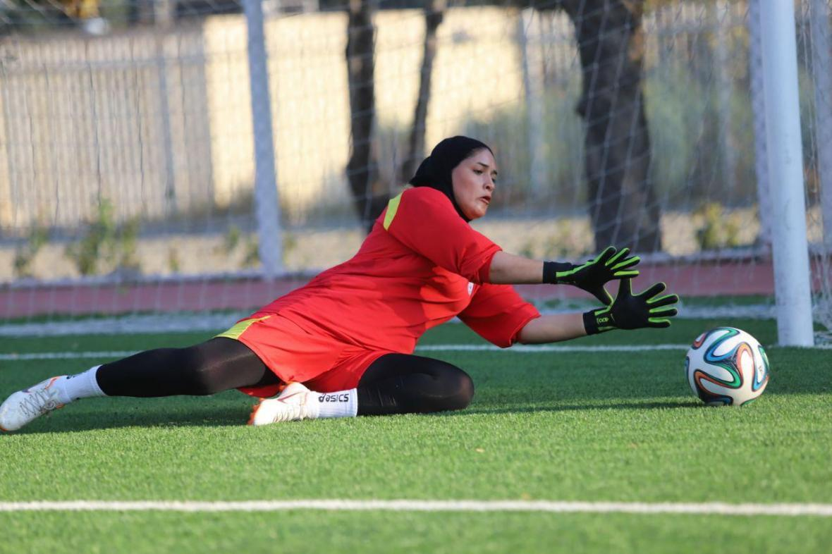 دروزاه بان تیم فوتبال زنان: سقف آرزوهایم در ایران تمام شده، برای رکوردشکنی همه تیم کنارم جنگیدند