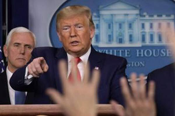 فیلم ، درگیری لفظی ترامپ با یک خبرنگار؛ لطفا صدایت را پایین بیاور!