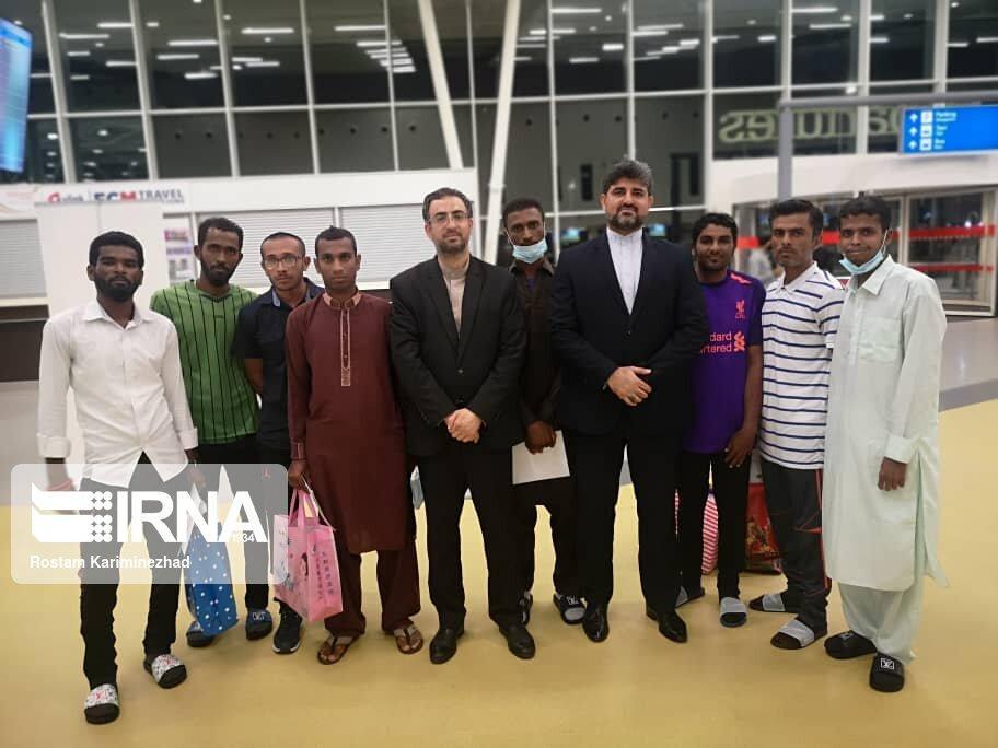 خبرنگاران هشت ملوان ایرانی آزاد شده از تانزانیا وارد چابهار شدند