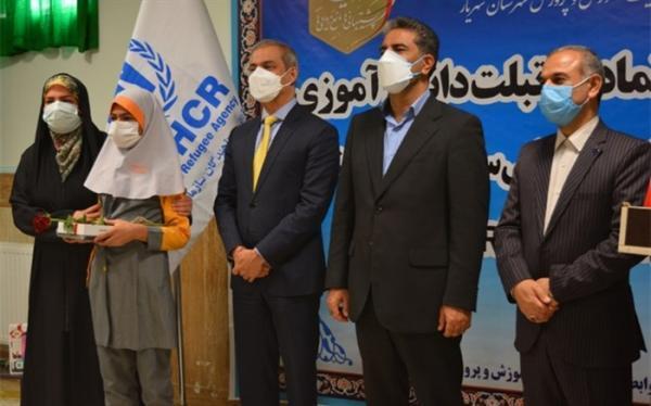 توزیع تبلت به دانش آموزان اتباع خارجی شهرستان های استان تهران