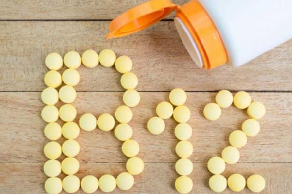 کمبود ویتامین B12 موجب به این بیماری می گردد