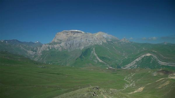 کارت پستال از جمهوری آذربایجان؛ منظره ها خیره کننده قله شاهداغ در کوه های قفقاز
